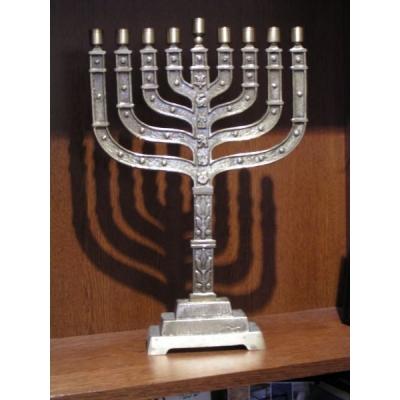 http://www.librairiedutemple.fr/5694-thickbox_default/hanoukia-en-bronze-knesset-44-cm.jpg